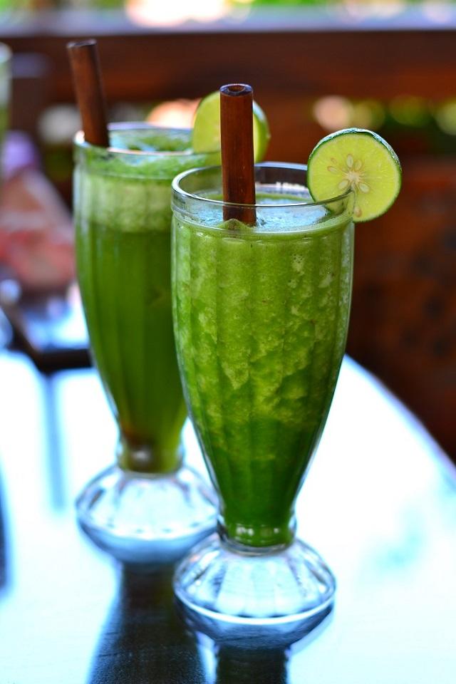 roheline detox smuuti sellerist, õunast ja veel hulgast tervislikust