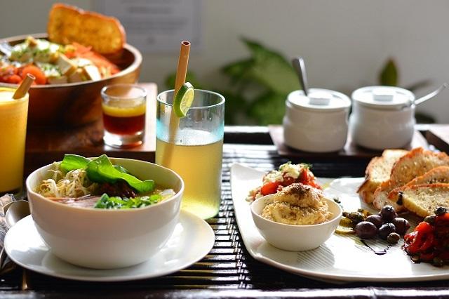 taimne laksa, tofuga jaapani salat ja suupisted elevandis-