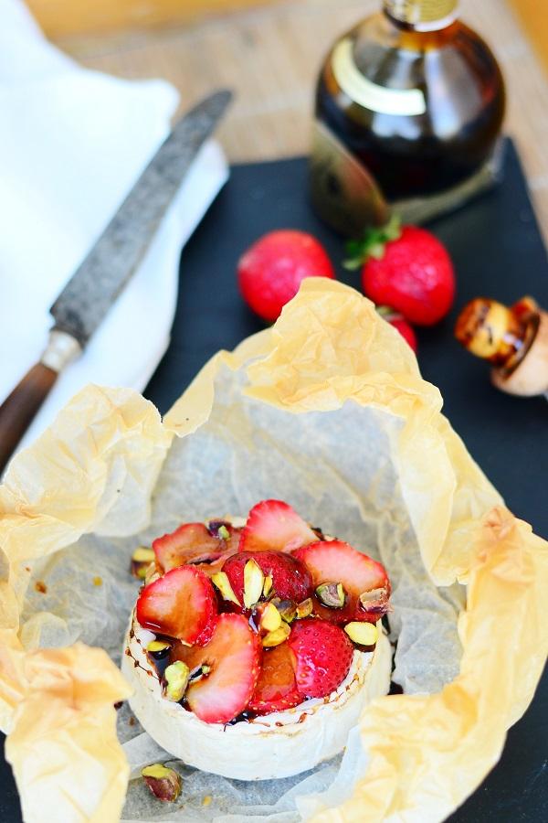 grill camembert ja maasikas